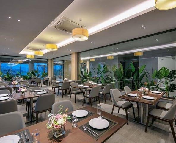 Ghế nhà hàng sang trọng tại Hà Nội